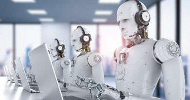 Robot reserve une table de restaurant - activ assistante by reunir - iStock